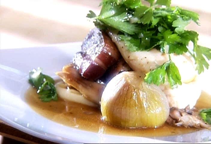 Cuisse de poulet brais e au vin rouge lard fum et chalote fondante par danny st pierre di - Echalote cuisse de poulet ...