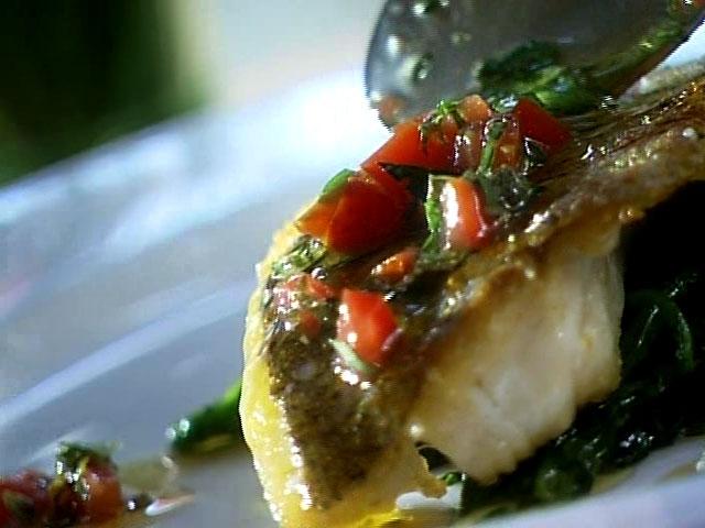 Filet de poisson et peau croustillante sauce aux tomates - Cuisine tv recettes 24 minutes chrono ...